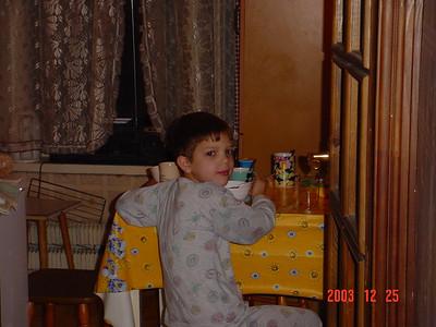 2003-12-25 Новогодний утренник 3А