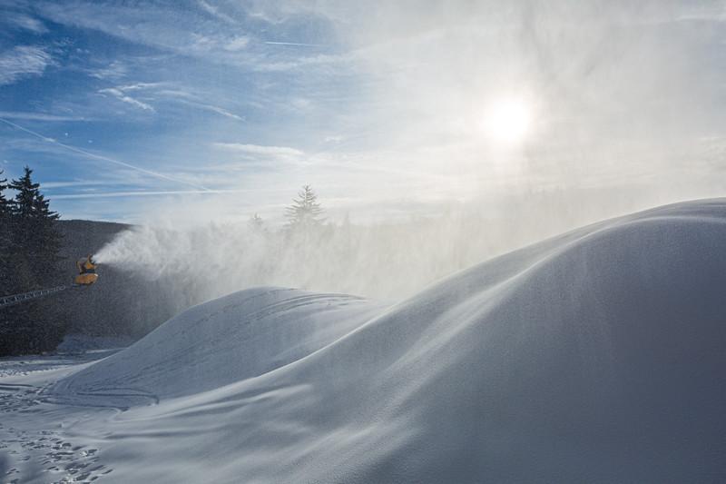 Snowmaking 1920-3657.jpg