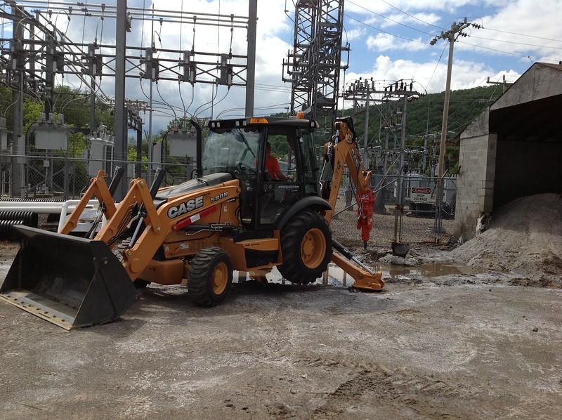 NPK GH3 hydraulic hammer on Case 580N backhoe excavating for site development (2).JPG