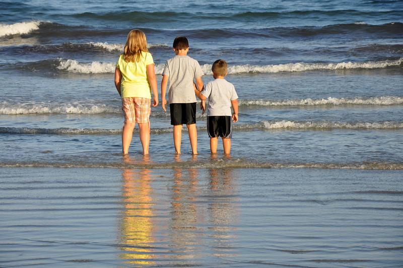 Long Sands Beach - kids 09 - 2010-08-07.jpg