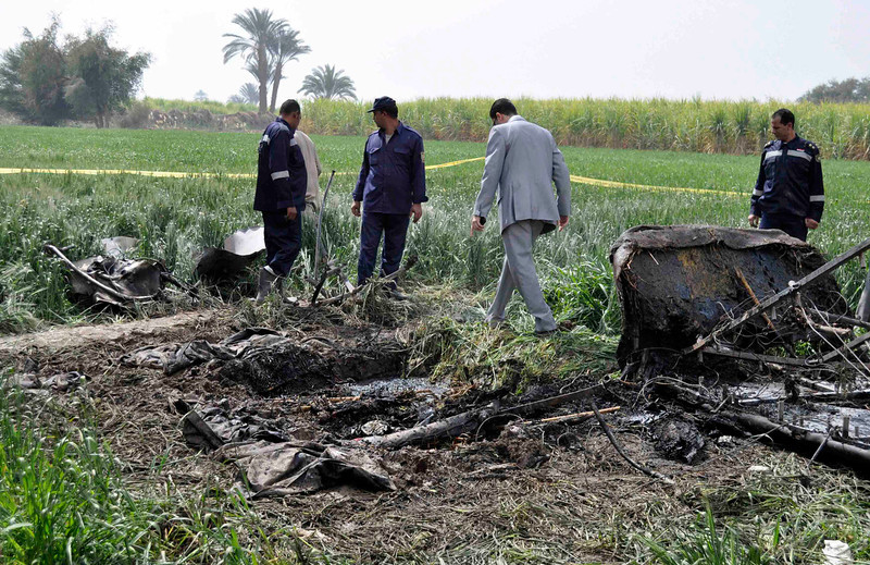 . Police and rescue officials check the wreckage of a hot air balloon that crashed in Luxor February 26, 2013. A hot air balloon crashed near the Egyptian town of Luxor at dawn on Tuesday after a mid-air gas explosion, killing 19 Asian and European tourists, a local industry official and the state news agency said.  REUTERS/Stringer