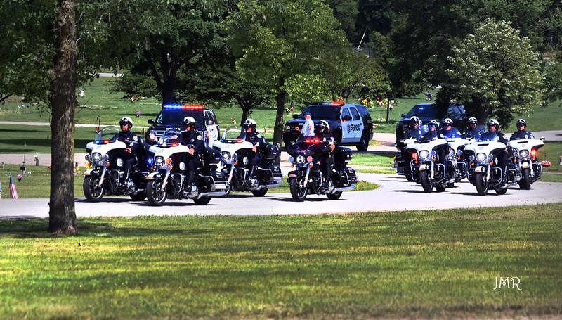 02 Her oficer- motorcycles honor.jpg