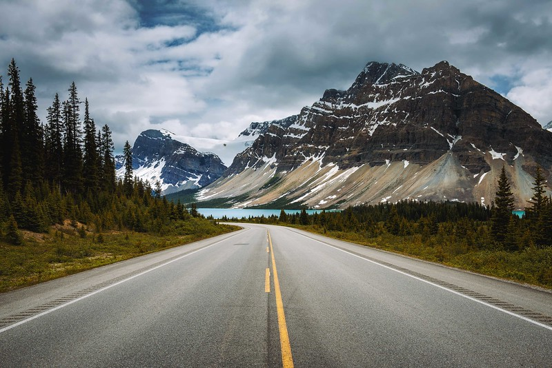 Scenic Icefields Pkwy in Banff National Park leading to the Bow Lake