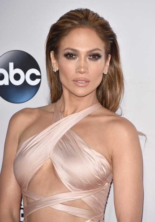 . Jennifer Lopez arrives at the 42nd annual American Music Awards at Nokia Theatre L.A. Live on Sunday, Nov. 23, 2014, in Los Angeles. (Photo by John Shearer/Invision/AP)