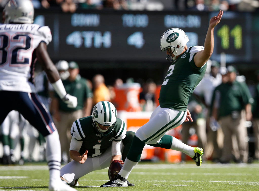. New York Jets kicker Nick Folk (2) kicks a field goal during the first half of an NFL football game against the New England Patriots Sunday, Oct. 20, 2013, in East Rutherford, N.J. (AP Photo/Kathy Willens)