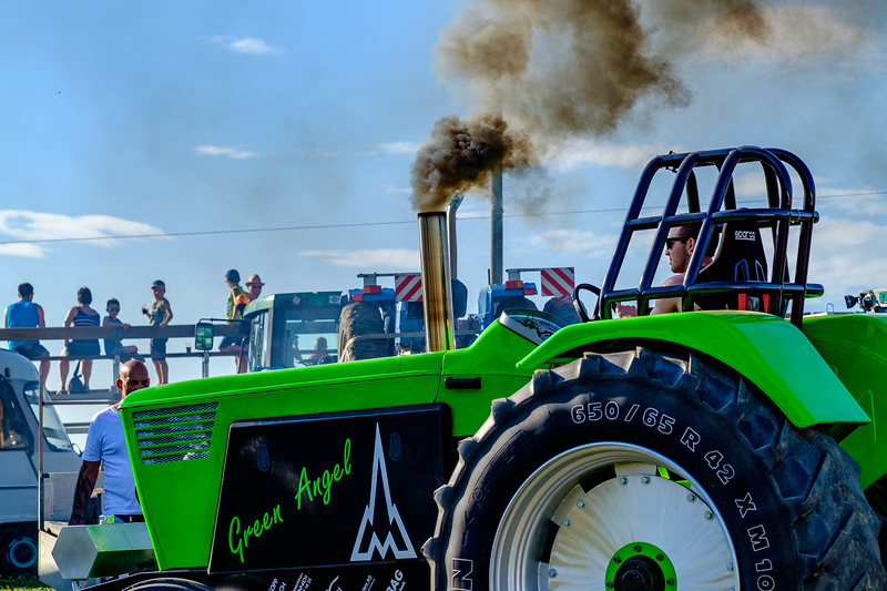 Tractor Pulling 2015-1931.jpg