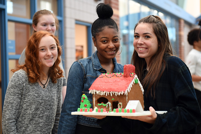 gingerbread-houses_1206.jpg