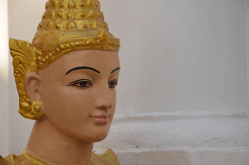 DSC_3743-shwedagon-paya-statue-face.JPG