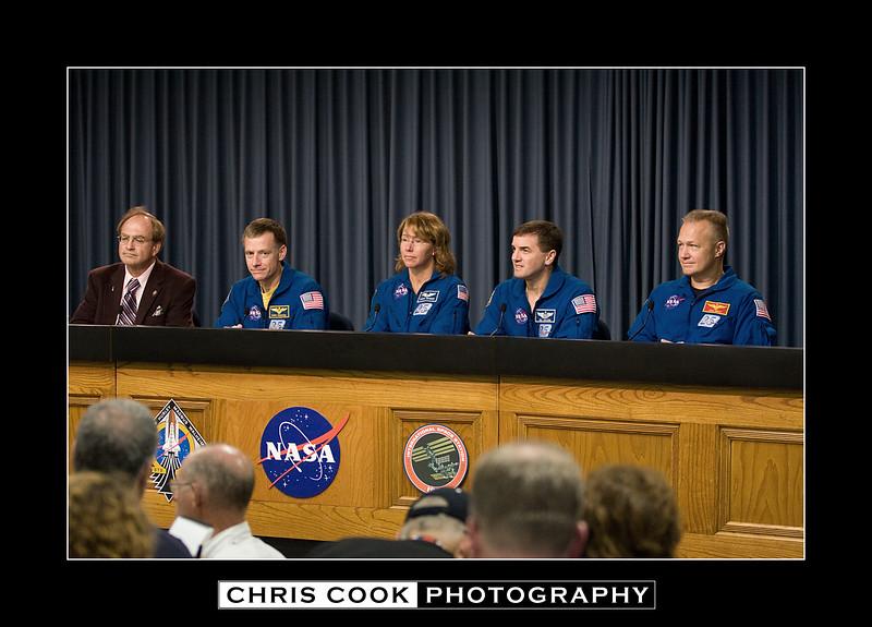 STS-135-landing-35.jpg