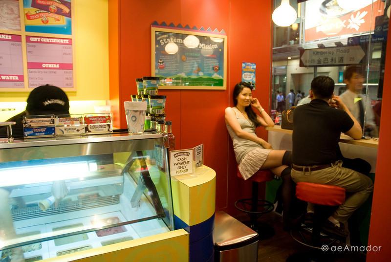 aeamador©-HK08_DSC0280      Hong Kong. Kowloon. Tsim Sha Tsui.  At Ben & Jerry's.