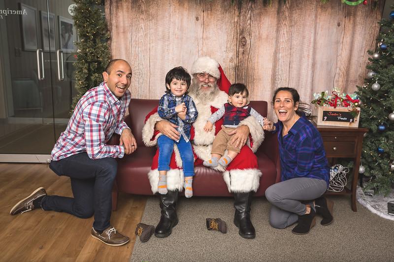 Ameriprise-Santa-Visit-181202-5014.jpg