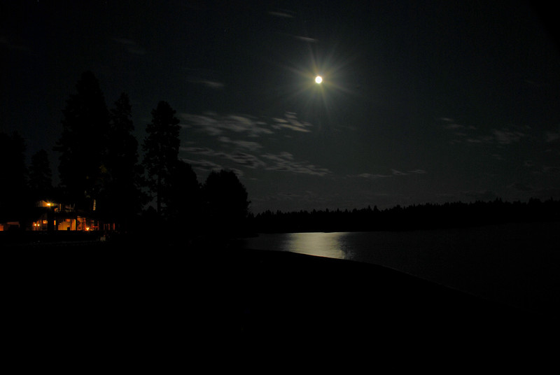 BBR Lodge Moonlight on waterDSC_7292.jpg