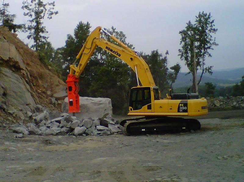 NPK GH18 hydraulic hammer on Komatsu excavator at Rish (7).jpg