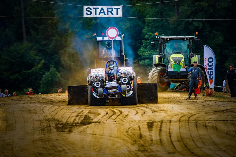 Tractor Pulling 2015-02332.jpg