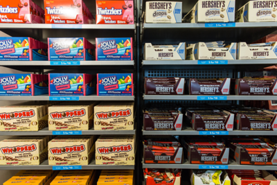 man-is-suing-hershey-for-underfilling-his-box-of-whoppers