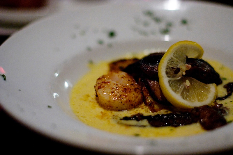 bronzed-sea-scallops-portobello-mushrooms-in-a-saffron-cream_2763091705_o.jpg