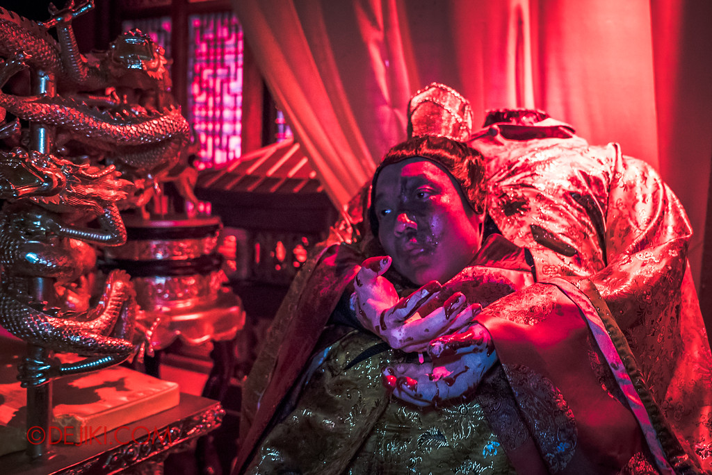 Halloween Horror Nights 7 - TERROR-Cotta Empress haunted house / Usurping The Throne, Killed Emperor