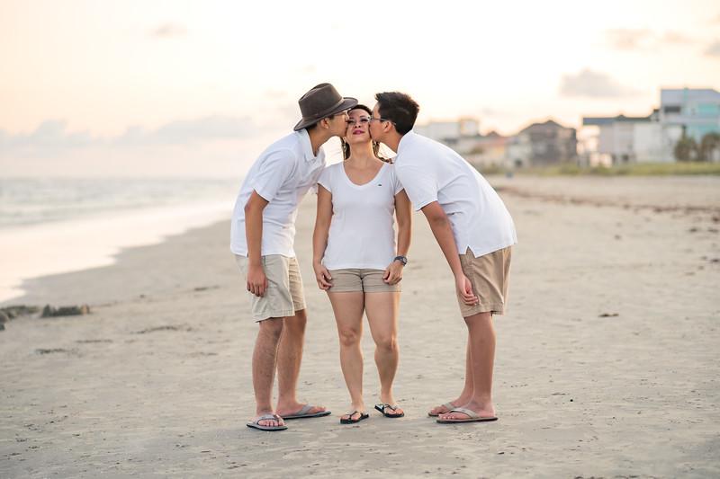 Mom_70th_Bday_Galveston_2019-166.jpg