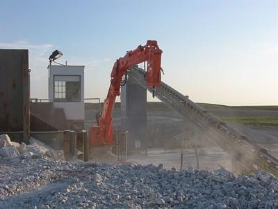 NPK B600 pedestal boom system with GH3 hydraulic hammer-concrete recycling.jpg