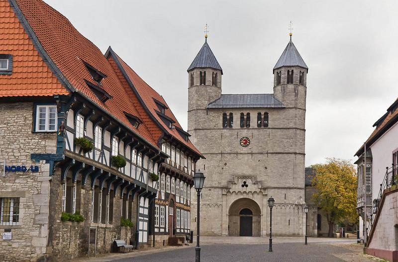 Gandersheim. Stiftskirche: Ansicht von Westen
