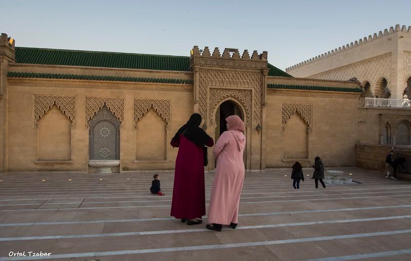 נשים במסגד חסן הישן רבאט.jpg