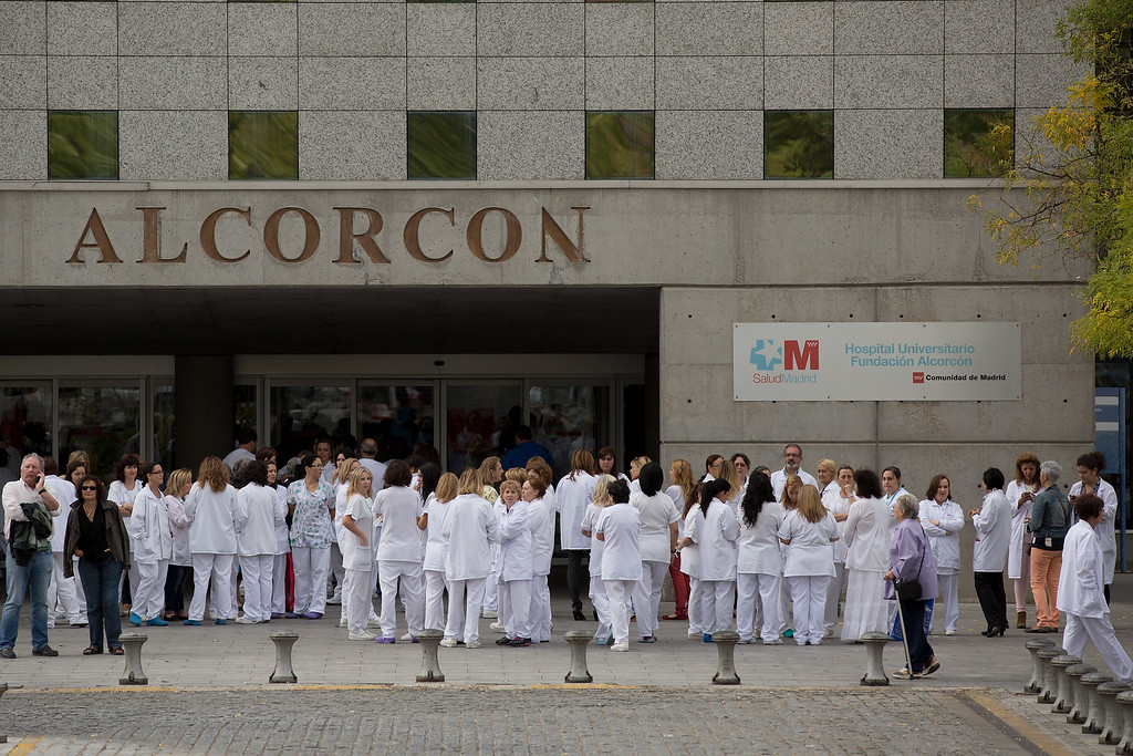 . Health workers gather in a protest outside Hospital Fundacion Alcorcon where a Spanish nurse tested positive for the Ebola virus on October 7, 2014 in Alcorcon, near Madrid, Spain.  Spanish Health Minister Ana Mato confirmed the nurse had tested positive after treating two Ebola patients that had been brought back to the country from Africa.  (Photo by Pablo Blazquez Dominguez/Getty Images)
