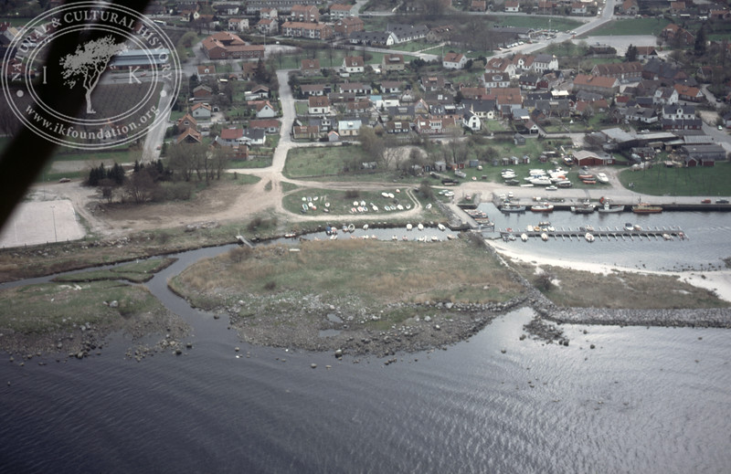 Kivik, harbour with old harbour constructions (Hölen and Kared) (1986). | LH.0090