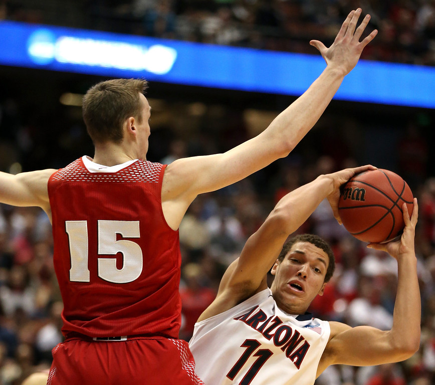 . Aaron Gordon #11 of the Arizona Wildcats with the ball against Sam Dekker #15 of the Wisconsin Badgers in the second half during the West Regional Final of the 2014 NCAA Men\'s Basketball Tournament at the Honda Center on March 29, 2014 in Anaheim, California.  (Photo by Jeff Gross/Getty Images)