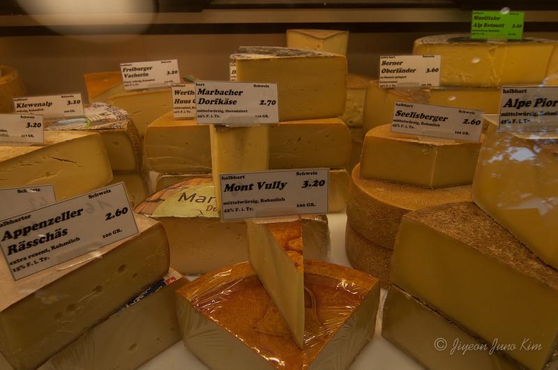 Switzerland-cheese-Lucherne.jpg