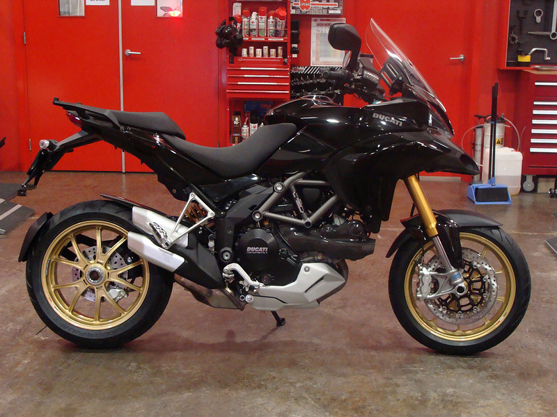 The modding has started for Ducati.ms member 'markthebike' (aka Mark).........and he hasn't even collected the bike from the Dealer yet! :-) NICE! - a spare set of gold forged mag Marchesini wheels for his 1098R Info on fitting to come......check www.mts1200.info ;-)