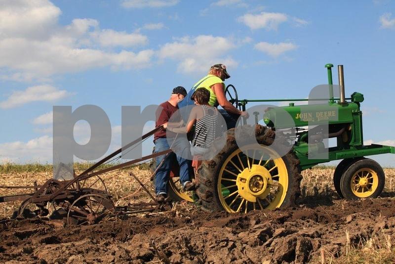 Plowing 5466.jpg