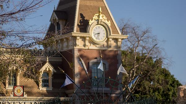 Disneyland Resort, Disneyland, Wind, Windy, Blustery