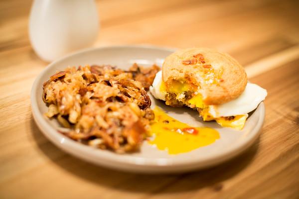 BreakfastSandwich&Taters