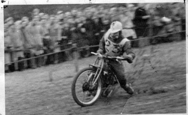 Bingley Cree 1947, a very wet grass track