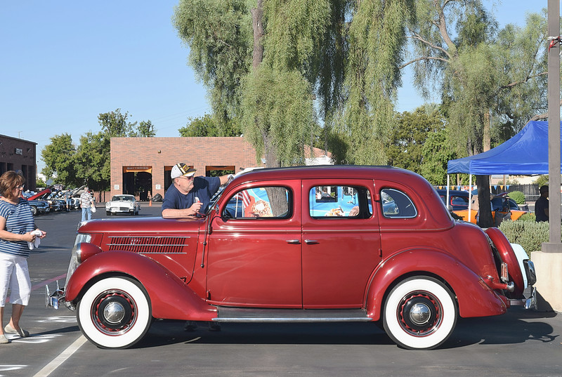 Ford 1936 4 dr Deluxe side lf.JPG