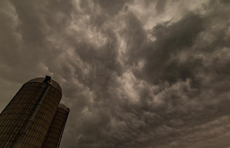 OsingaFarm-ThunderstormAriving8.jpg