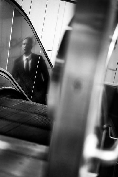 FRANKFURT_BUSINESS_MAN_MECHANIC_STAIRS.jpg