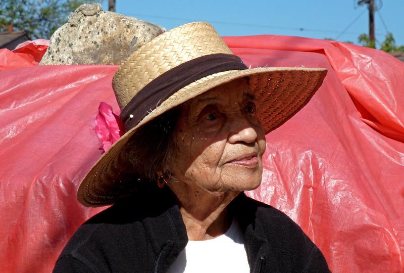 P1010665 Navora straw hat crp.jpg