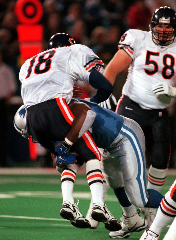 . Robert Porcher (91) of the Detroit Lions sacks Chicago quarterback Steve Stenstrom (18) in the first quarter during Sunday night\'s game at the Pontiac Silverdome.