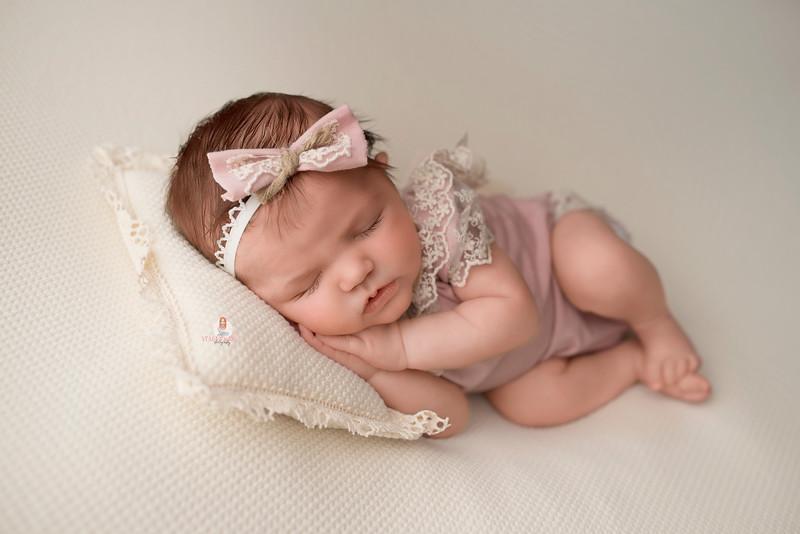 newborn-photographer-medford-NJ-2.jpg