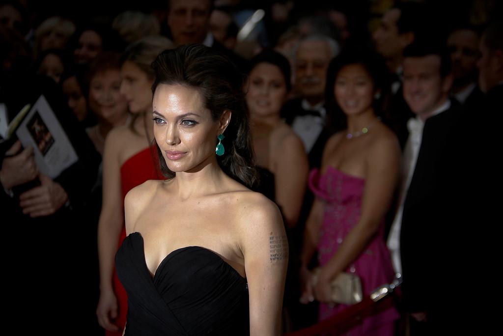 . AT THE 2009 OSCARS-- Angelina Jolie at the Oscars.  (Photo by David Crane/L.A. Daily News)