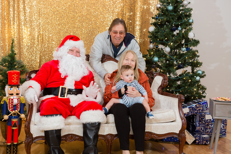 FADS Picture with Santa-236.jpg