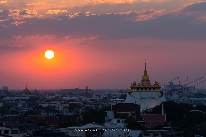 Phukhao Thong & Bangkok Cityscape