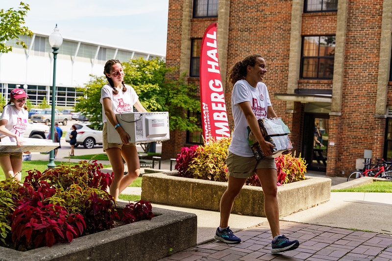 RHIT_Freshman_Move_In_Day_2019-8152.jpg