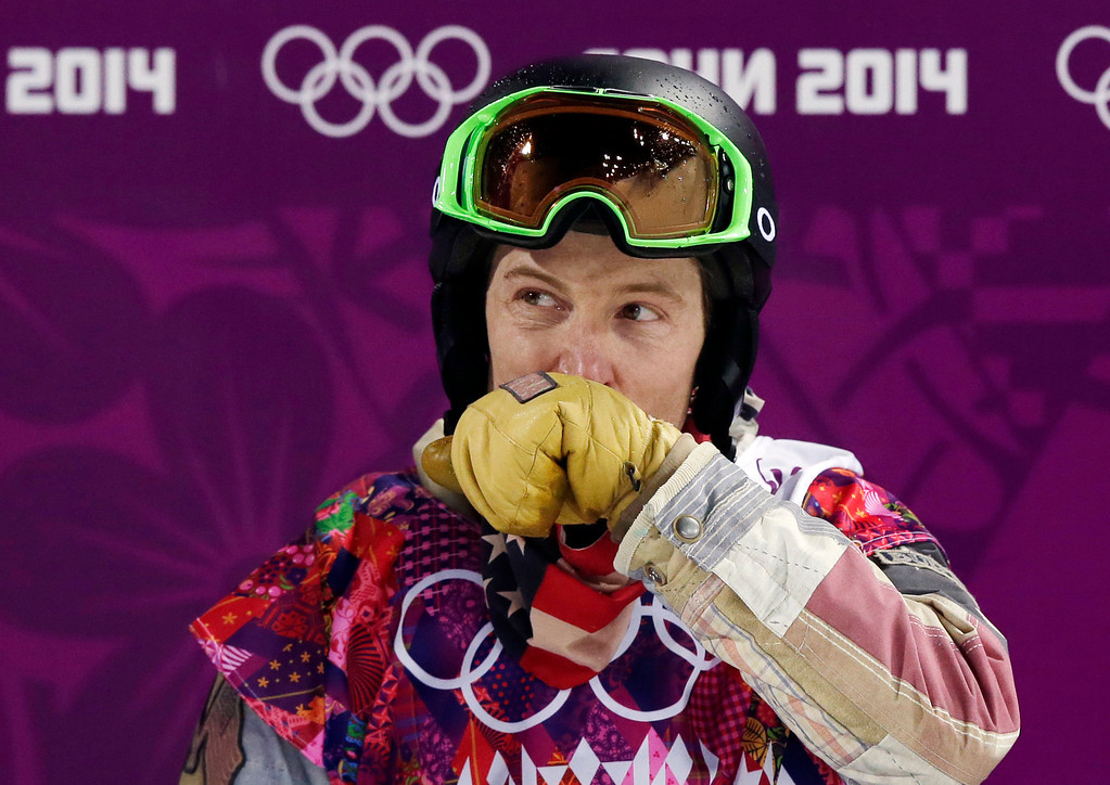 . Shaun White of the United States wipes his face after colliding the edge of the half pipe during the men\'s snowboard halfpipe final at the Rosa Khutor Extreme Park, at the 2014 Winter Olympics, Tuesday, Feb. 11, 2014, in Krasnaya Polyana, Russia. (AP Photo/Andy Wong)