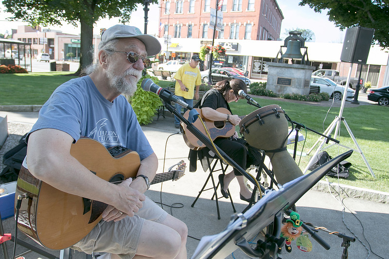 Monument Square Farmers Market in Leominster was held on Saturday, August 31, 2019. John Sullivan and Darlene French entertain the crowd at the market with some music. SENTINEL & ENTERPRISE/JOHN LOVE