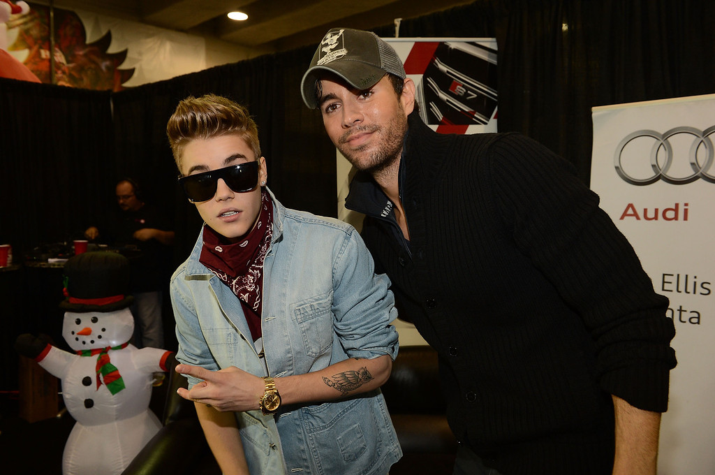 . ATLANTA, GA - DECEMBER 12:  Justin Bieber and Enrique Iglesias pose backstage at Power 96.1\'s Jingle Ball 2012 at the Philips Arena on December 12, 2012 in Atlanta.  (Photo by Rick Diamond/Getty Images for Jingle Ball 2012)