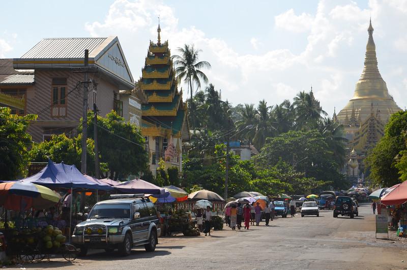 DSC_3709-shwedagon-paya-street-market.JPG