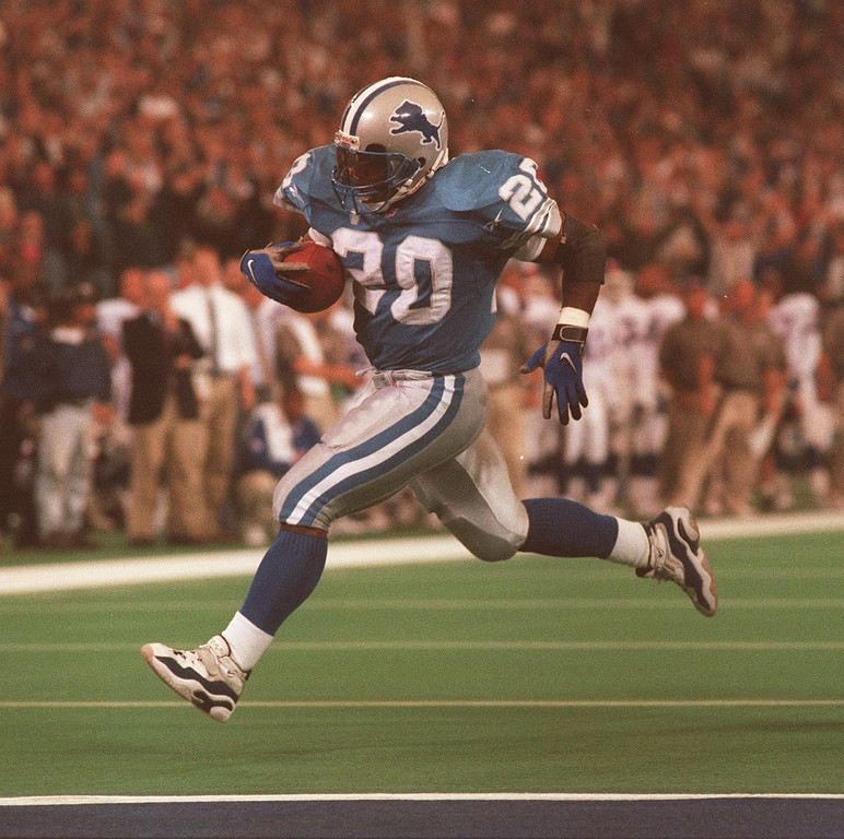 . Lions Barry Sanders crosses the goal line for a touchdown in the second quarter against the New York Giants.