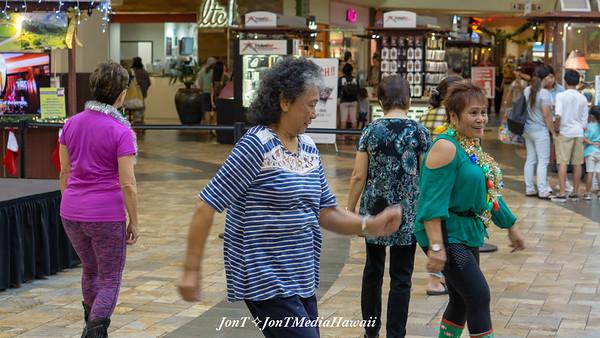 RT & The Music Machine @ Windward Mall 12-22-2018